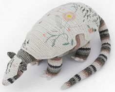 Mejores proyectos de ganchillo del 2013 / Best crochet projects of 2013 / Meilleurs projets de crochet de 2013 - Miga de Pan http://www.migadepan.com.ar/1305-giant-armadillo/