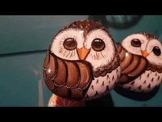 Quiet little owl by Rachel's Rocks - Rachel's Rocks Canada Painted Rocks Owls, Owl Rocks, Stone Crafts, Rock Crafts, Stone Painting, Diy Painting, Turtle Painting, Little Owl, Rock Painting Designs