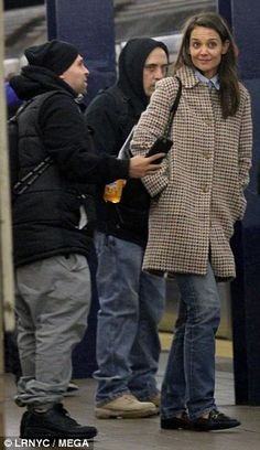 On Tuesday, Katie Holmes was stopped by a fan whilst she was stood on a platform in the New York City subway. In a show of graciousness, she stood beside him and grinned as he took a selfie. New York Subway, Style Finder, Fashion Finder, Tweed Coat, Kaia Gerber, Ashley Olsen, Rosie Huntington Whiteley, Katie Holmes, Lily Collins