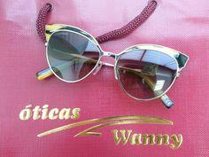 Os óculos de sol são indispensáveis no nosso dia a dia. Que tal apostar num modelo moderno e estiloso como esse da Dsquared2 ? Maravilhoso! #estilo #passarela #luxo #166 #oculos #da #moda #gatinho #sunglasses #color #modasolar