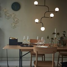 Mobil 100 taklampa - svart - Pendlar – Svenssons i Lammhult Scandinavian Lighting, Wire Art Sculpture, Lighting Design, Dining Room, Inspiration, Furniture, Home Decor, Lightning, Room Ideas