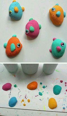 des-coquillages-transformées-en-petits-poissons-à-l-aide-de-peinture-et-des-yeux-mobiles-activite-manuelle-a-réaliser-en-maternelle
