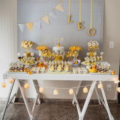First Birthday Party Decor Ideas Baby Birthday, 1st Birthday Parties, Stage Patisserie, Baby Shower Parties, Baby Boy Shower, Baby Tea, Childrens Party, Diy Party, Party Ideas