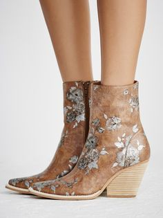 Peyton Ankle Boot from Free People! Sapatos Lindos 74d3b17d8fc
