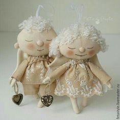 Nachrichten - Trapos Remendos y Garabatos - Christmas Fabric Crafts, Christmas Sewing, Felt Crafts Patterns, Doll Patterns, Ooak Dolls, Art Dolls, Tilda Toy, Stitch Doll, Handmade Angels