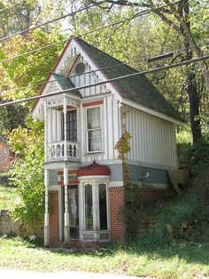 Pin by juliebel vazquez on tiny house ideas casas incomuns, Shed To Tiny House, Tiny House Living, Tiny House Design, Cottage House, Farm House, Build House, Cute Cottage, House Building, Shabby Chic Cottage