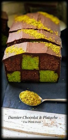 Damier Chocolat & Pistache   Une Petite Faim Cop Cake, Bon Dessert, Good Food, Keto, Sweet, Perception, Creme Fraiche, Projects, Chocolate Yogurt