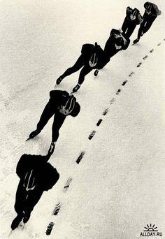 Speed skaters. 1955.  LEV BORODULIN