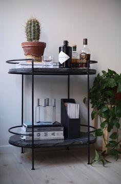 Mid-century modern home bar decor ideas! | www.barstoolsfurniture.com | #barstools #counterstools #barchairs #midcenturyfurniture #homebar #midcenturyhome #interiordesign