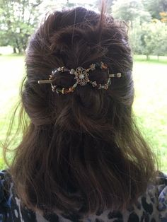 Half up messy twist hairstyle looks so pretty when you use a flexi clip like this Freestyle Tiara! So many colors, this hair clip will go with any outfit!