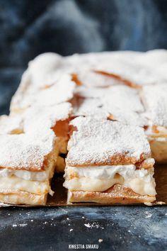 Kremówka - Polish Cream-Cake, Polish pastry is the best! Polish Desserts, Polish Recipes, Just Desserts, Delicious Desserts, Yummy Food, Polish Food, Polish Cake Recipe, Food Cakes, Cupcake Cakes