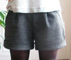 Un short, puis un autre, puis un autre, puis… - Coin Couture, Couture Sewing, Sewing Clothes, Diy Clothes, Clothes For Women, Look Short, Diy Shorts, Handmade Clothes, Clothing Patterns