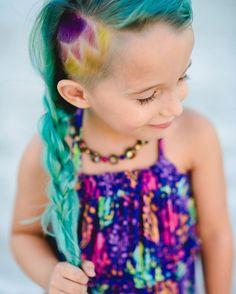 """Mamá defiende que la infancia es el mejor momento para probar """"un loco y retorcido corte de cabello"""""""