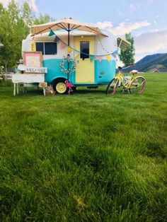 Vintage Caravans For Sale Camping Vintage Campers For Sale, Vintage Campers Trailers, Retro Campers, Vintage Caravans, Camper Trailers, Happy Campers, Vintage Motorhome, Boler Trailer For Sale, Airstream