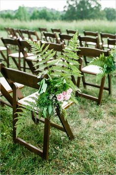 fern and rose aisle decor @weddingchicks