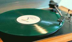 http://papodehomem.com.br/coisas-que-voce-deve-saber-antes-de-voltar-ao-vinil/  #vinil #vinil180 #discos