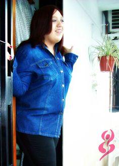 Camisa de jean y calzas negras con aplique lateral de símil cuero http://on.fb.me/134oBWS #fatshion #plus #size #shirt #leggins #camisa #calza #jean #black #negro