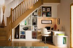 meubles sous escalier sur mesure pour aménager un bureau à la maison pratique