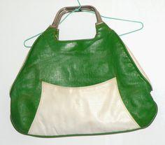 Bolso de mano de piel. Color verde. Años 60. 60s por MeAndTheMajor, €25.00