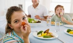 Imite as crianças para comer, dormir e se relacionar melhor