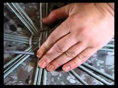 We offer the third part of the video tutorial of how to weave a round bottom from newspapers. +++++++++++++++++++++++++++++++++++++++++ ▬► Website «Newspaper...