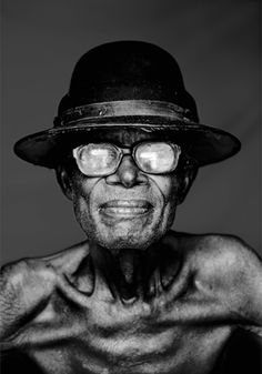 Older Man - The Congo - By David Van Reybrouck. Black And White Portraits, Black White Photos, Black And White Photography, We Are The World, People Around The World, Photo Portrait, Portrait Photography, Old Faces, Eric Lafforgue