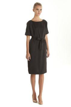 Скромное маленькое черное платье