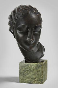 lie Nadelman Head of a Woman, c. 1907–8 Bronze on marble base, 13 1⁄2 in. (34.3 cm) high Hirshhorn Museum and Sculpture Garden, Smithsonian Institution, Washington, DC, Gift of Joseph H. Hirshhorn, 1966 © Estate of Elie Nadelman
