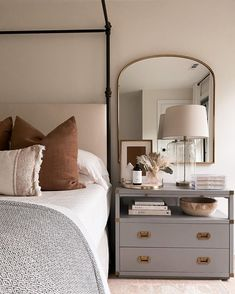 Bedside Table Decor, Table Lamps For Bedroom, Home Decor Bedroom, Bedroom Ideas, Bedroom Inspiration, Bedroom Inspo, Bedroom Designs, Bedroom Furniture, Home Design Decor