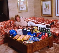 Casual portrait of Edmonton Oilers Wayne Gretzky with stick, helmet, equipment, and other products he endorses during photo shoot at home. Bic Pens, 80s Design, Wayne Gretzky, Edmonton Oilers, Hockey Players, Back In The Day, Celebrity Photos, Cool Stuff, Hockey Stuff