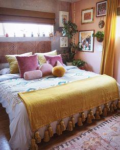 70s Bedroom, Room Ideas Bedroom, Bedroom Vintage, Bedroom Colors, Home Decor Bedroom, Funky Bedroom, 70s Home Decor, Bohemian Bedroom Decor, Eclectic Bedroom Decor