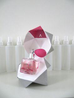 Um perfume de destaque, e uma embalagem à altura! Designed by Harmony Ho
