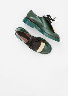tomboybklyn:  love a green shoe!