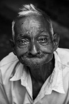 The eyes speak without hearing a sound Its Ok To Cry, Que Horror, Mature Faces, Old Faces, We Are The World, Forever Young, Face Art, Alter, Fotografia