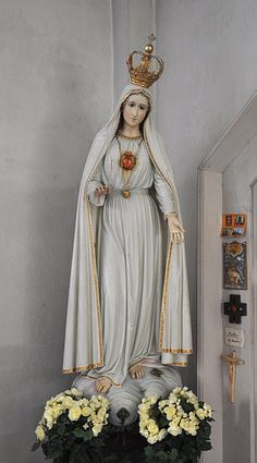 Statue of the Immaculate Heart of Mary as described by Sister Lucia of Fatima.