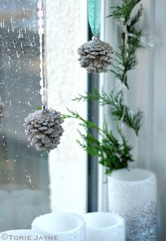 Magnificent Christmas Window Decorating Ideas For 2019 Merry Christmas To You, Christmas Goodies, All Things Christmas, Christmas Fun, Xmas, Christmas Window Decorations, Pine Cone Decorations, Snowflake Decorations, Star String Lights