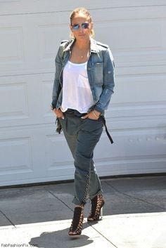 Jennifer Lopez street style with denim jacket. #jenniferlopez