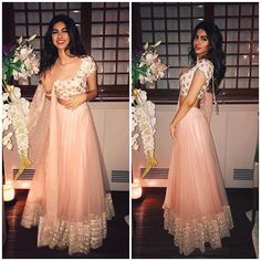 That Lehenga is really made for a real life princess Pakistani Dress Design, Pakistani Outfits, Indian Outfits, Indian Clothes, Lengha Blouse Designs, Indian Look, Indian Style, Indian Wear, Simple Lehenga