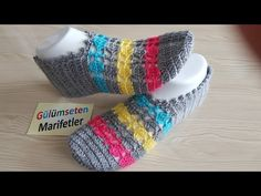 Dowry making colorful sugar booties model Crochet Art, Crochet Shoes, Cute Crochet, Socks And Sandals, Woven Wrap, Knitted Slippers, Diva Fashion, Baby Knitting Patterns, Womens Slippers