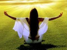 La respiración de fuego es el más sofisticado Pranayama de respiración controlada, es una herramienta contra la ansiedad, nervios, preocupación, miedo, dolor, tristeza.La respiración de fuego es UNO desde el momento que comienzas hasta que terminas, quiere decir que puedes prolongar el tiempo de tu vida haciendo la Respiración de Fuego. Nuestro cuerpo inconscientemente tiene una tendencia a atraer el diafragma hacia dentro. Este es el área del Plexo Solar, donde guardamos todas las…