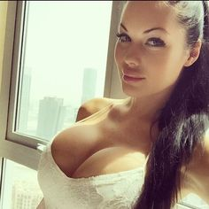 Big Tits in Tight Clothing : Photo