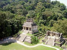 Palenque er omgivet af tropisk regnskov og er kendt for sin skønhed og fantastiske beliggenhed med udsigt over det flade Yucatan. Palenque var en af mayaernes største byer og lægger også navn til de nærliggende mayaruiner, som er på UNESCOs verdensarvsliste.