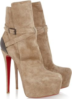 """Jennifer Love Hewitt Promotes """"Client List"""" in Christian Louboutin """"Equestria"""" Boots"""