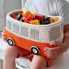 Panier de rangement bleu de chéri bus rétro de vw stockage | Etsy Crochet Baby Toys, Crochet Amigurumi, Crochet Home, Crochet Gifts, Baby Knitting, Knit Crochet, Baby Boy Gifts, Gifts For Boys, Crochet Basket Pattern