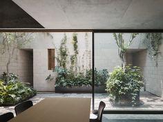 Construido en 2015 en Ciudad de México, México. Imagenes por Rafael Gamo , Rory Gardiner . En la colonia Condesa, se encuentran algunos inmuebles catalogados que por su riqueza arquitectónica tienen ciertas restricciones para ser...