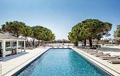 Composé de 2 cabines, 1 yourte duo, hammam, sauna, jacuzzi et piscine extérieurs, le Spa NUXE de l'hôtel Mas de la Fouque**** offre un cadre magique. #NUXE #Spa #SpaNUXE #Détente #BienEtre #Cocooning #Beauty #SaintesMariesdelaMer