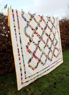 Scrappy Irish Chain Quilt by Fluffy Sheep Quilting (With Scrap Fabric Donations from the Quilting Community) Scrappy Quilts, Easy Quilts, Quilting Projects, Quilting Designs, Quilting Ideas, Crumb Quilt, Irish Chain Quilt, Postage Stamp Quilt, Quilt Border