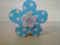 Coração em MDF de 18 mm de espessura..  Altura 5 cm por 5 cm de largura.  Peça decorada com guardanapo para decoupage, flor de feltro e strass R$ 10,00