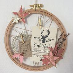 Cette année, j'ai réalisé ma petite couronne de Noël avec un cercle à broder, dans des tons tout doux comme j'aime !! A bientôt