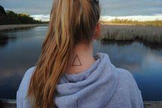 Minimal Triangle Neck Tat http://tattoos-ideas.net/minimal-triangle-neck-tat/ Geometric Tattoos, Girly Tattoos, Minimal Tattoos, Neck Tattoos